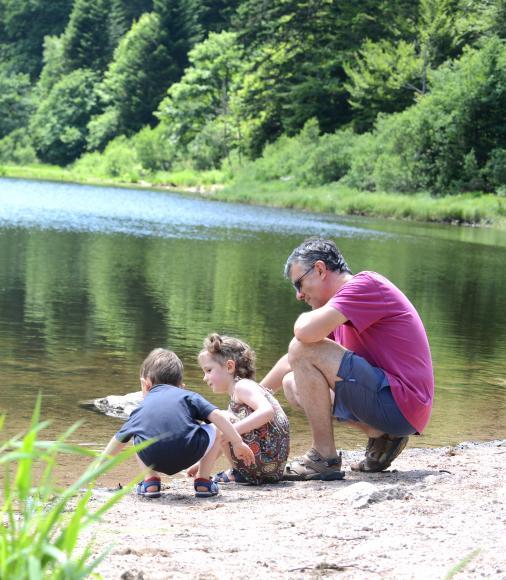 Famille au bord du lac de Blanchemer