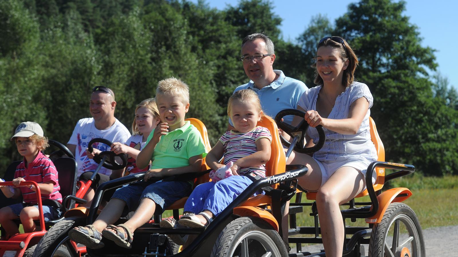 Famille sur la voie verte